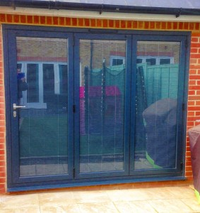 BIFOLD 3 panel anthracite inscreen blinds closed